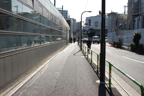 東京メトロ西口出口に向かいます